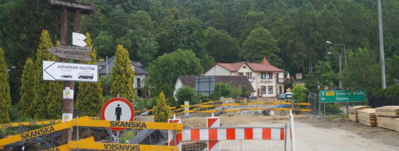Bałtów. Prace przy budowie mostu.